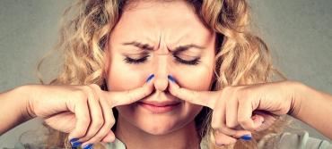 Как вывести неприятный запах из квартиры